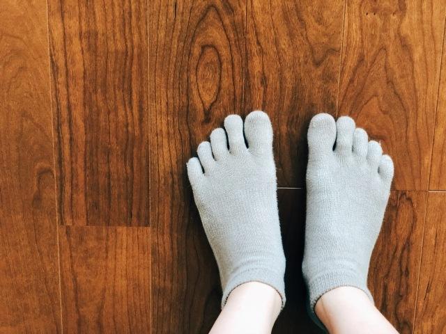 靴下を履いた女性