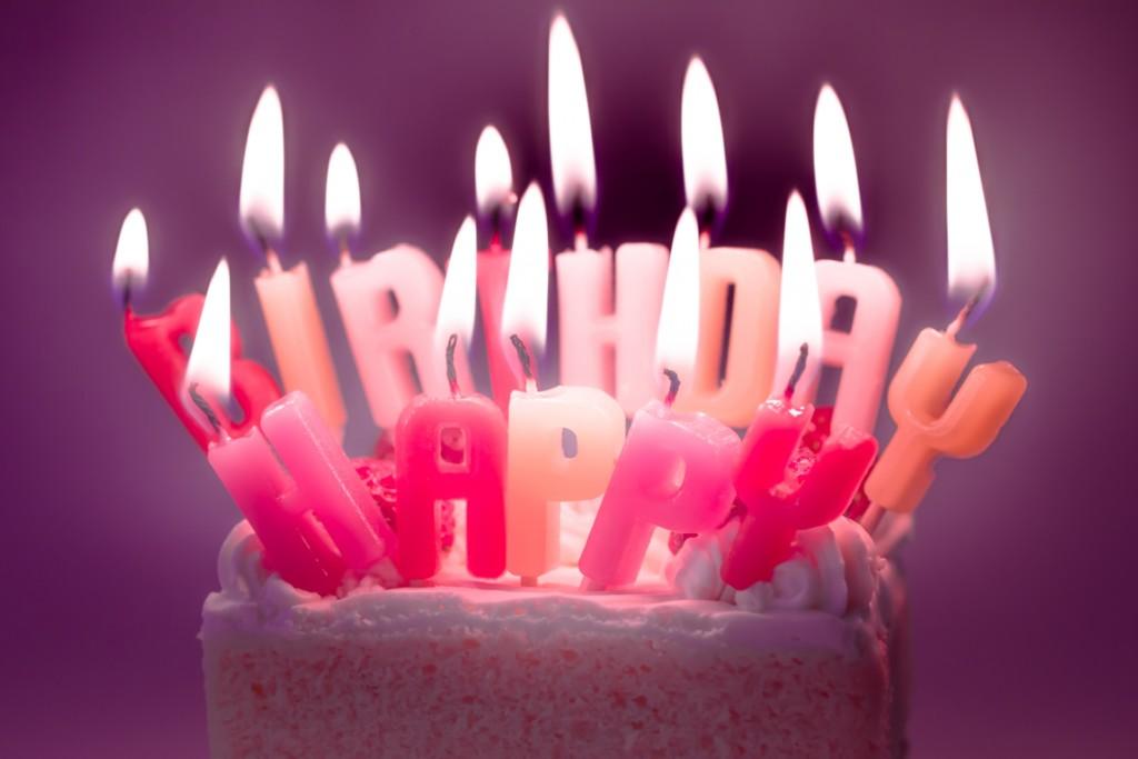 誕生日ケーキを手作りする簡単な方法